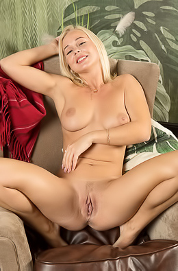 Big Tits Model Darina A Spread Her Legs